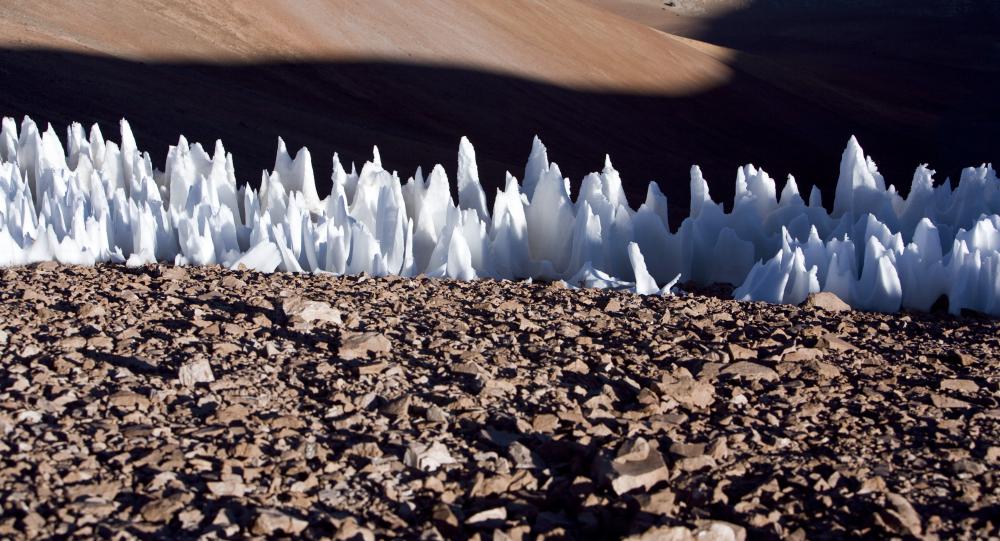 Nieves penitentes en el extremo sur de la meseta de Chajnantor, en Chile