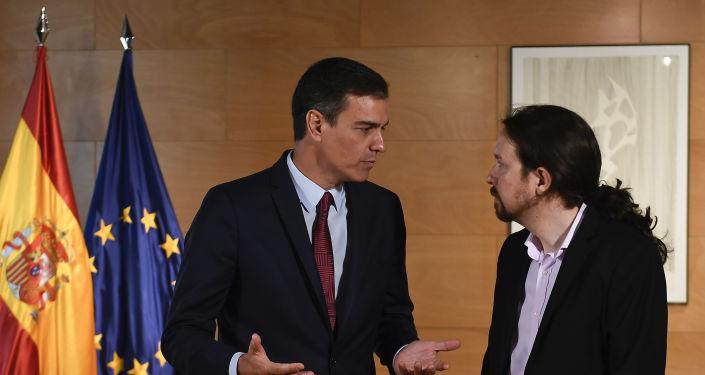 El presidente del Gobierno de España en funciones, Pedro Sánchez, y el líder de la coalición izquierdista Unidas Podemos, Pablo Iglesias