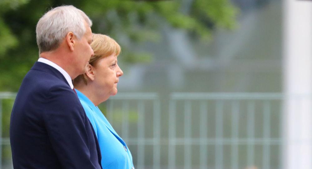 Merkel tiembla en un evento público por tercera vez
