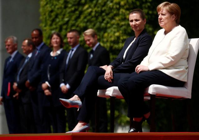 La primera ministra danesa, Mette Frederiksen, y la canciller alemana, Angela Merkel