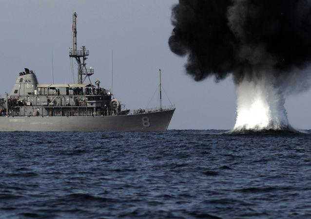 Maniobras navales del buque estadounidense USS Scout en el estrecho de Ormuz