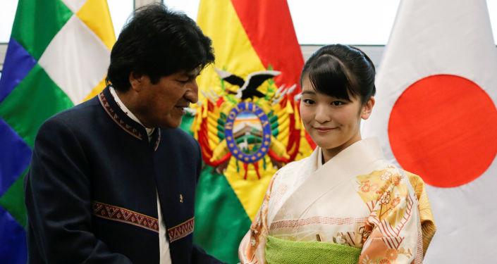 La princesa japonesa Mako, junto al presidente de Bolivia, Evo Morales