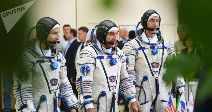 Miembros de la 60/61 expedición a la Estación Espacial Internacional
