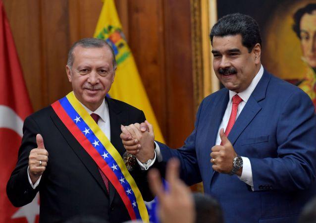El presidente de Turquía, Recep Tayyip Erdogan, junto al presidente venezolano, Nicolás Maduro