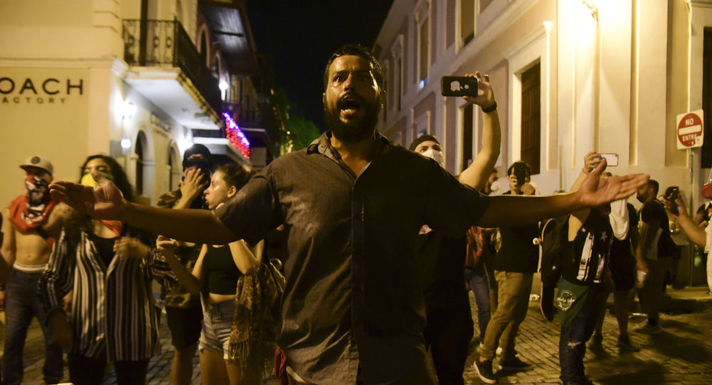 Más de 113 mil puertorriqueños exigen renuncia de gobernador