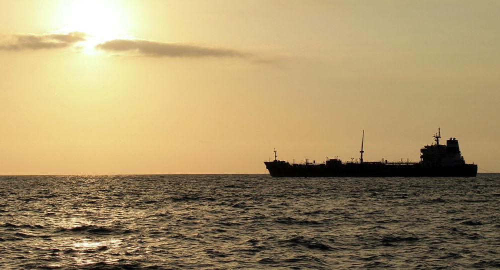 Irán se incauta de un barco extranjero de combustible en el Golfo