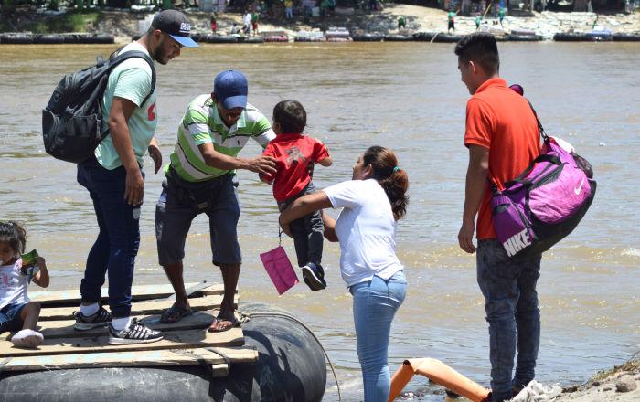"""López Obrador: México protege a niños migrantes de """"persecución de EEUU"""""""