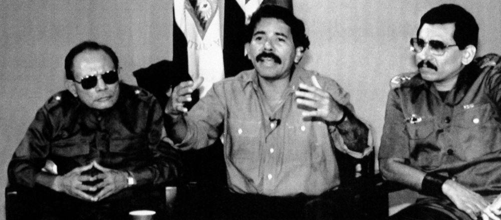 Tomás Borge, Daniel Ortega y Humberto Ortega, durante una conferencia de prensa en 1989