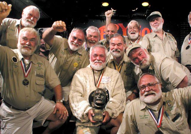 Un concurso de dobles de Ernest Hemingway, foto de archivo