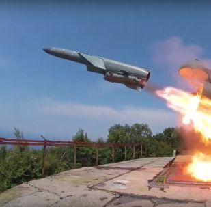 Lanzamiento de un misil de crucero desde el sistema Utios