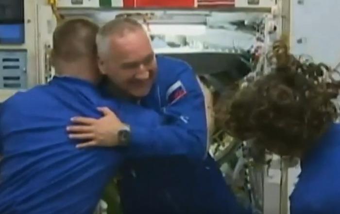 Llega a la EEI la tripulación de la Soyuz MS-13