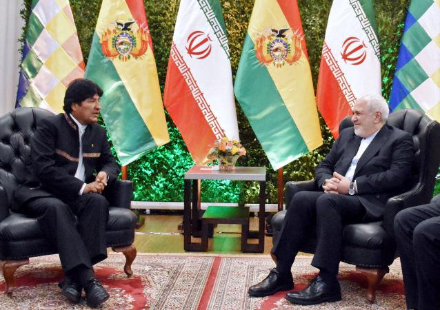 El presidente de Bolivia, Evo Morales y el canciller de Irán, Mohammad Javad Zarif