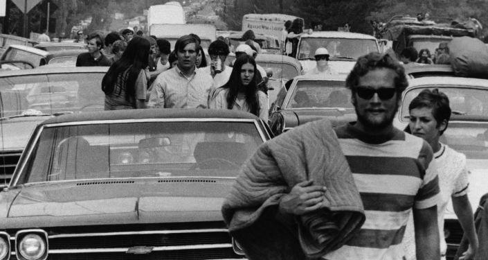 Jóvenes se unen al Festival de Woosdtock en Nueva York, 1969