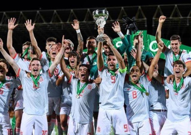 Selección española Sub-19 celebra la victoria en la Eurocopa, el 27 de junio de 2019