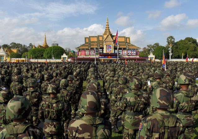 Solados camboyanos en Phnom Penh
