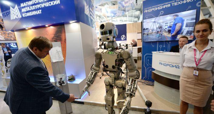 El robot Fedor en la exposicón