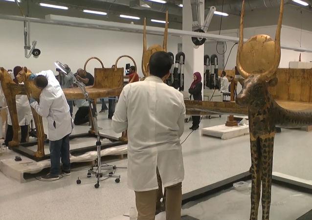 Comienzan a restaurar el sarcófago del legendario Tutankamón