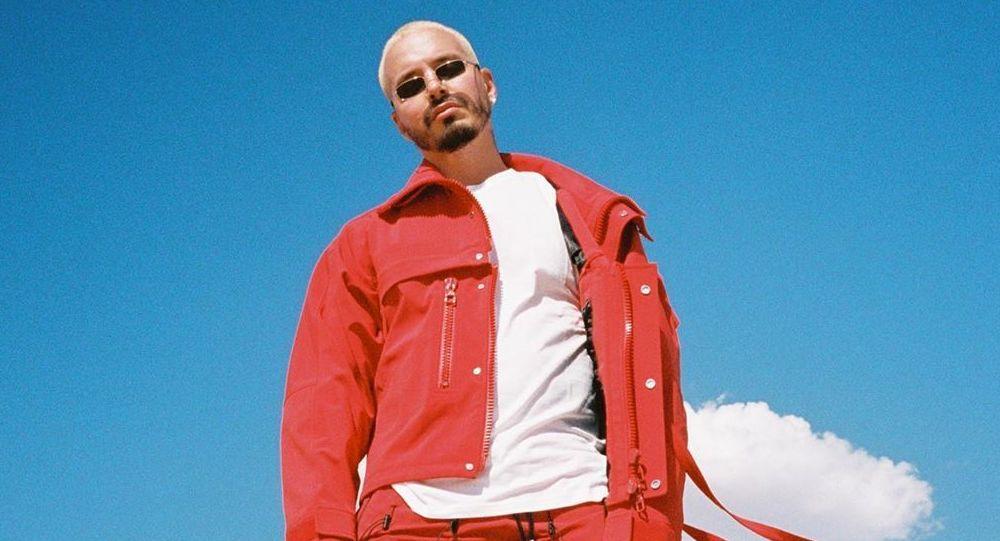 J Balvin hace historia como el primer headliner latino en Lollapalooza