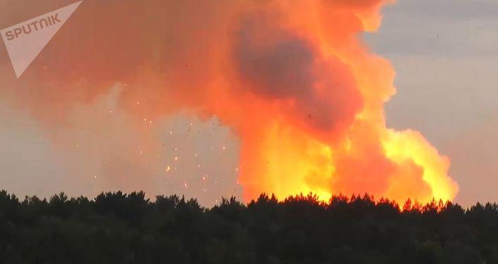 Incendio en un almacén de municiones en Áchinsk, Rusia