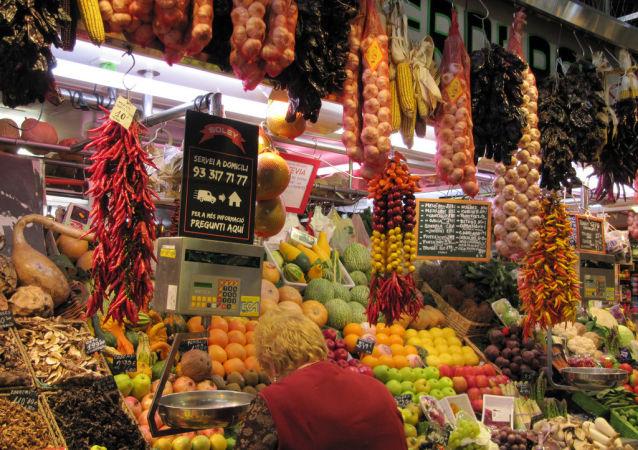 El mercado de San José, conocido popularmente como La Boquería, en Barcelona, España