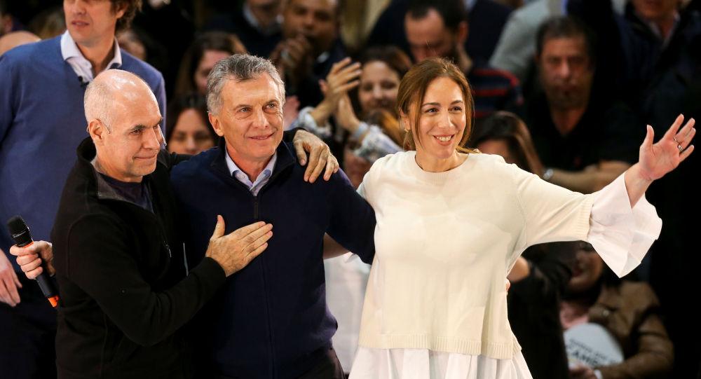 El presidente argentino Mauricio Macri junto a la gobernadora de la provincia de Buenos Aires María Eugenia Vidal y el jefe de Gobierno porteño, Horacio Rodríguez Larreta