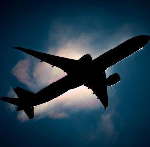 Un avión de pasajeros en el cielo (archivo)