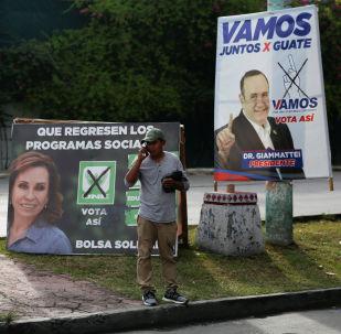 Los carteles de los candidatos presidenciales en Guatemala