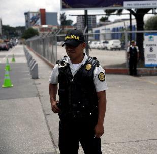Un policía guatemalteco