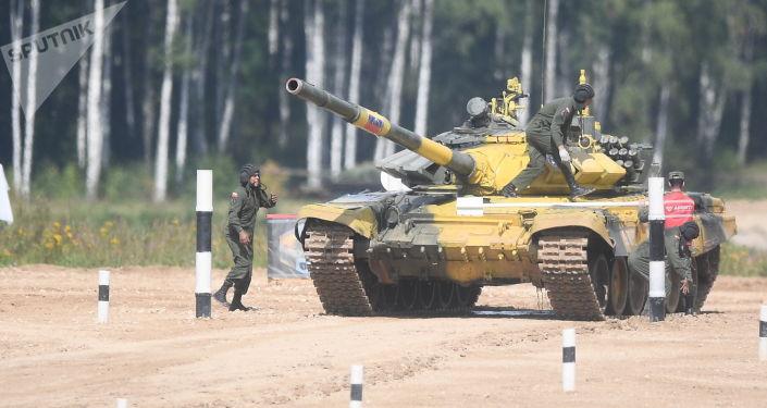 Los militares venezolanos operan el tanque T-72B3 durante las maniobras en los Army Games 2019