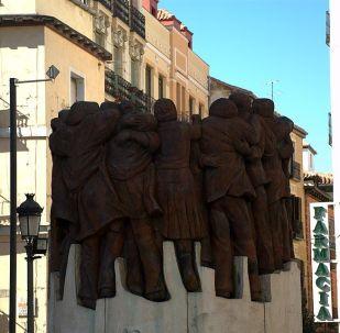 Abrazo, monumento a los Abogados de Atocha