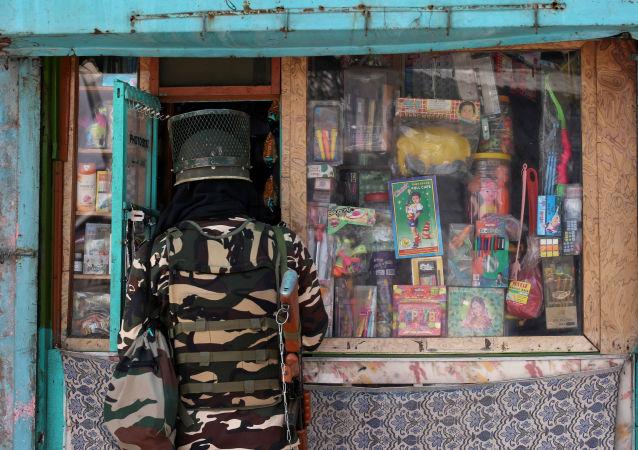 Un soldado de India en Cachemira