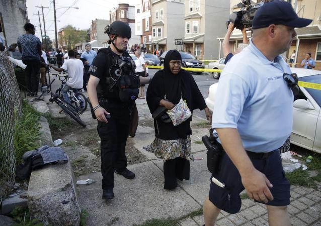 Policía de Filadelfia en el lugar del tiroteo