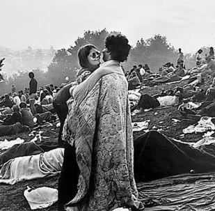 Bobbi Kelly y Nick Ecorline en el Festival de Woodstock 1969