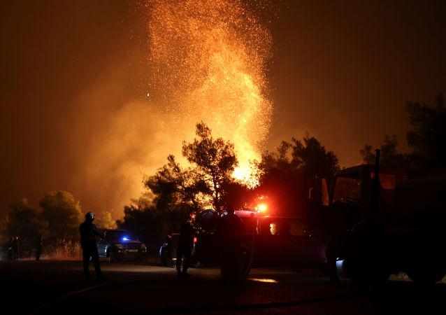 Incendio forestal en la isla griega de Eubea