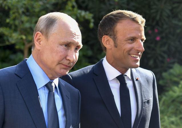 El presidente francés, Emmanuel Macron, y su homólogo ruso, Vladímir Putin