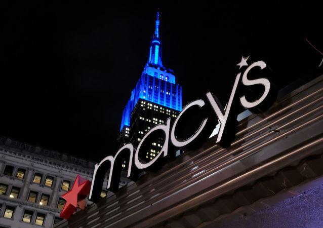 El logo de la tienda Macy's en Nueva York, EEUU