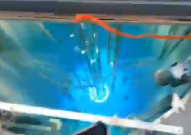 Sumérgete en el increíble espectáculo de arrancar un reactor nuclear (vídeo)