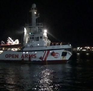 Así reaccionan los inmigrantes del Open Arms al ansiado permiso de desembarco