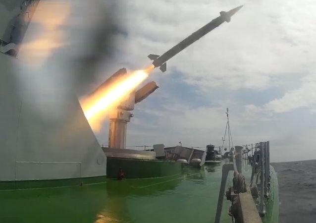 Un buque militar ruso pone a prueba el nuevo sistema de misiles Osa-MA