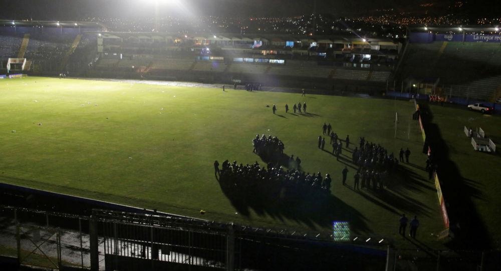 La policía en el Estadio Nacional de Tegucigalpa