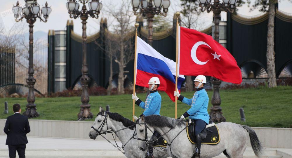 Las banderas de Rusia y Turquía