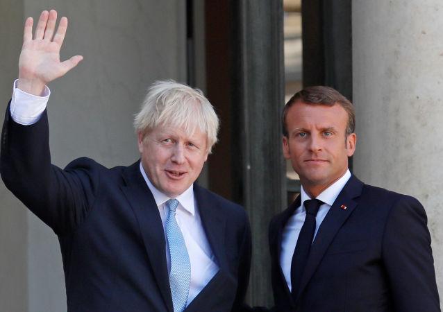 El jefe del Gobierno británico, Boris Johnson y el presidente de Francia, Emmanuel Macron