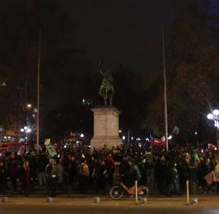 Santiago sale a la calle para protestar contra el nuevo acuerdo de cooperación transpacífica
