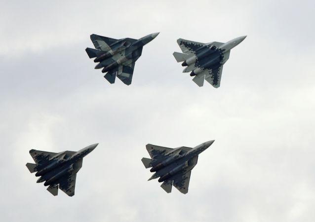 Los cazas rusos Su-57 en el salón MAKS 2019