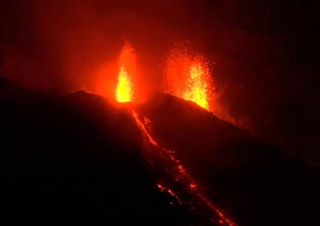El volcán Estrómboli entra en erupción por segunda vez en dos meses