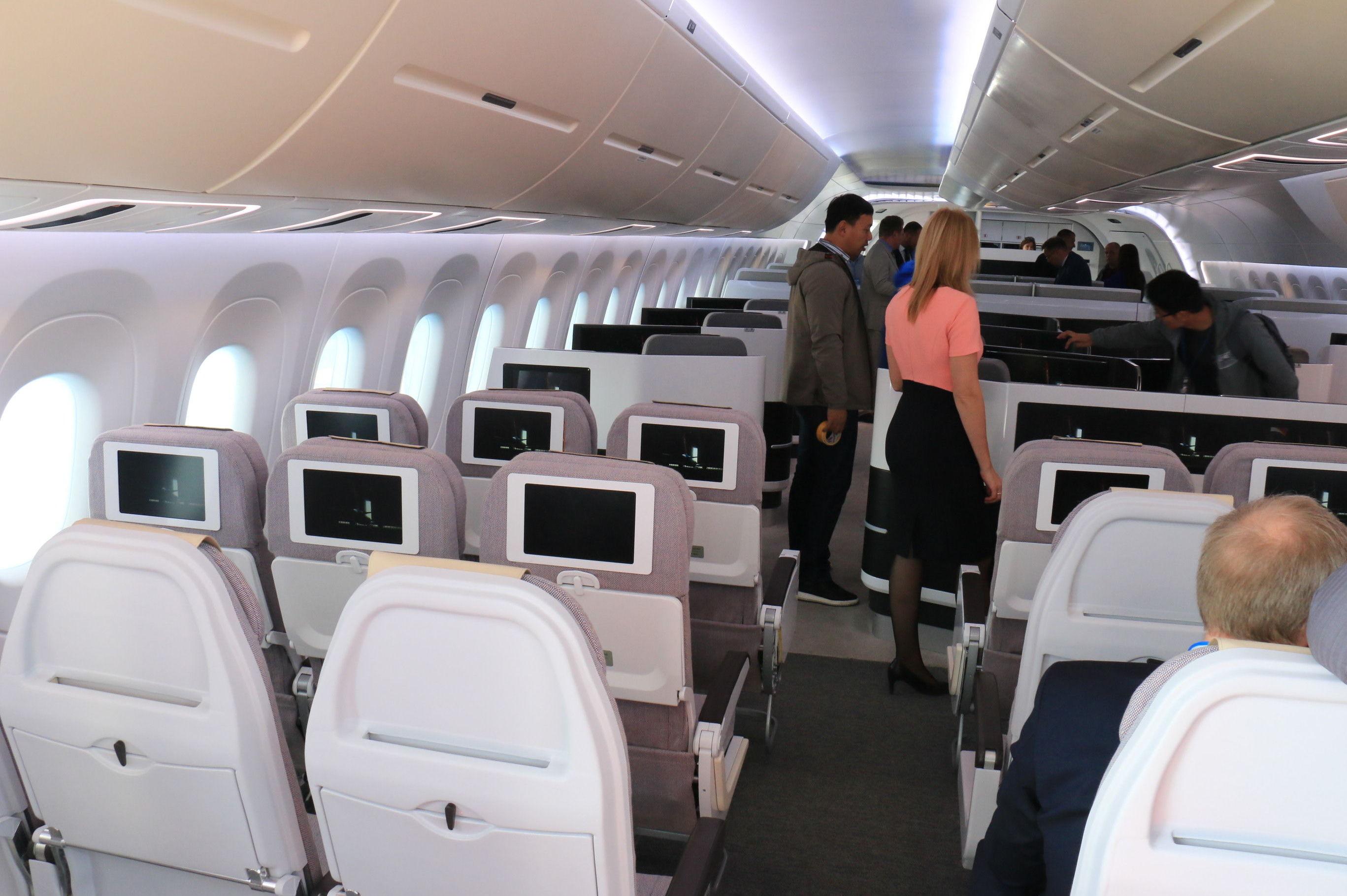 Una vista panorámica del compartimento de pasajeros del CR929