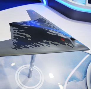 Maqueta del dron de ataque ruso S-70 Ojotnik