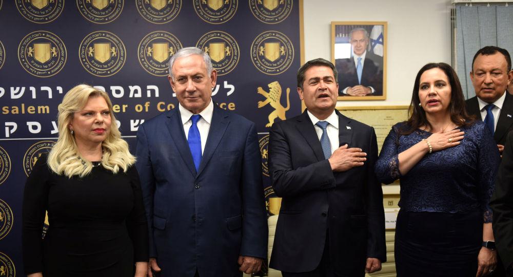 El primer ministro de Israel, Benjamín Netanyahu, y el presidente de Honduras, Juan Orlando Hernández, junto a sus mujeres