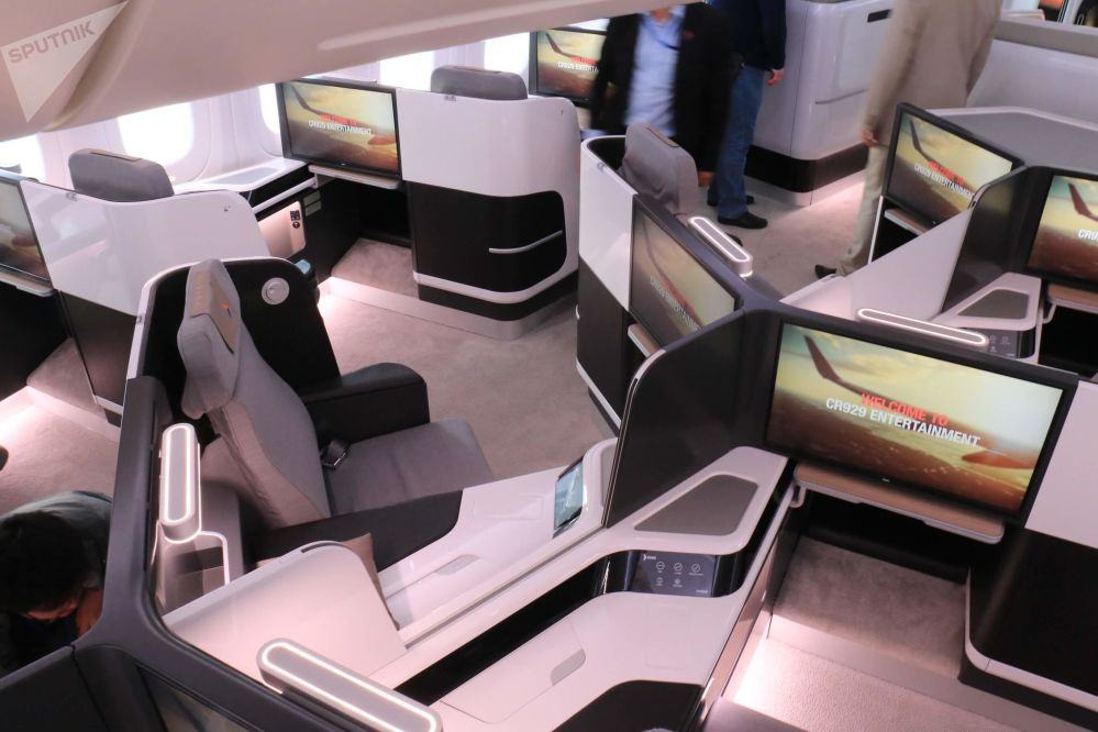Vista del interior de la clase business del avión comercial CR929