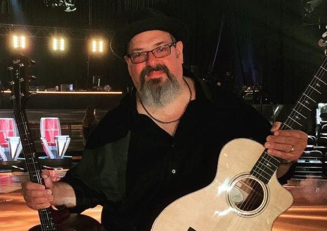 Dan Warner, músico y productor estadounidense